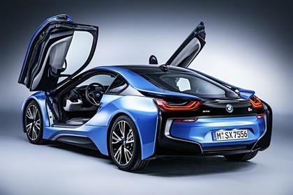 BMW i8 Aussenansicht Heck schräg Türen offen statisch blau
