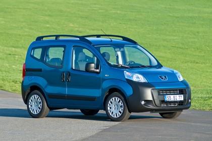 Peugeot Bipper Tepee A Aussenansicht Front schräg statisch blau