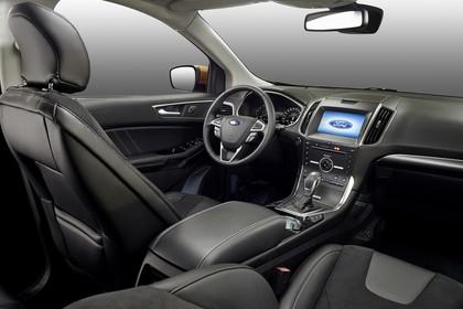 Ford Edge CD539X Innenansicht studio Armaturenbrett und Vordersitze beifahrerseitig