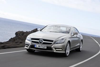 Mercedes-Benz CLS 218 Aussenansicht Front schräg dnamisch silber
