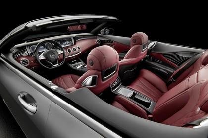 Mercedes-Benz S-Klasse Cabriolet A207 Innenansicht statisch Studio Rücksitze Vordersitze und Armaturenbrett