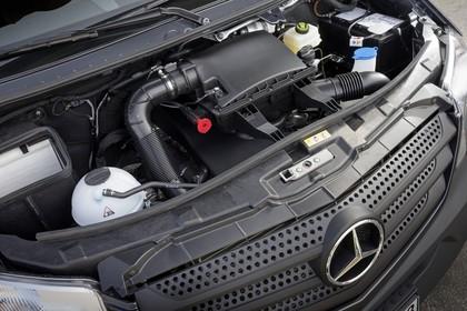 Mercedes-Benz Sprinter W906 Aussenansicht statisch Detail Motor