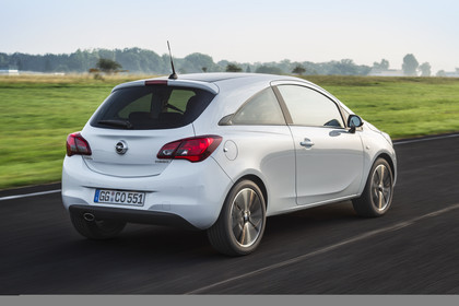 Opel Corsa E Dreitürer Aussenansicht Heck schräg dynamisch weiss
