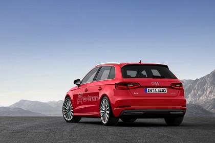 Audi A3 8V Sportback e-tron Aussenansicht Heck schräg statisch rot