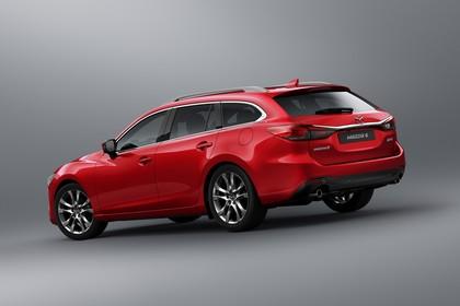 Mazda 6 Kombi GJ Aussenansicht Heck schräg statisch Studio rot