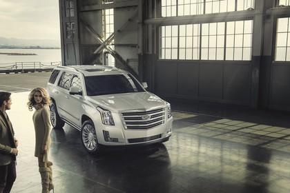 Cadillac Escalade GMTK2XL Aussenansicht Front schräg statisch weiss