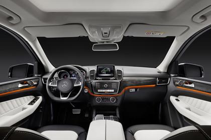Mercedes-Benz GLE Coupe C292 Innenansicht zentral Studio statisch schwarz weiss