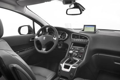 Peugeot 5008 Van Innenansicht statisch Studio Vordersitze und Armaturenbrett