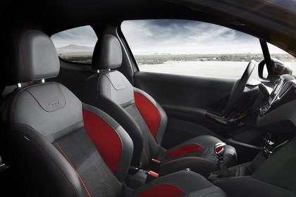 Peugeot 208 GTi A9 Innenansicht statisch Vordersitze und Armaturenbrett beifahrerseitig