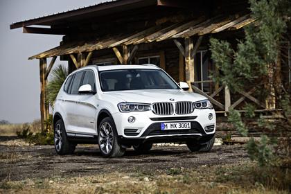 BMW X3 F25 Facelift xline Aussenansicht Front schräg statisch weiss