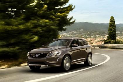 Volvo XC60 (D) Aussenansicht Front schräg dynamisch terra bronze