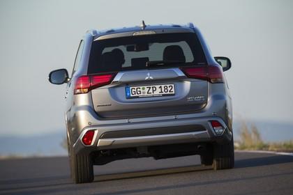 Mitsubishi Outlander Plug-in-Hybrid CWO Aussenansicht Heck dynamisch grau