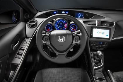 Honda Civic Tourer 9 Innenansicht statisch Studio Fahrersitz Lenkrad und Armaturenbrett fahrerseitig