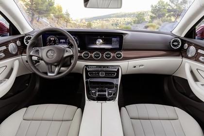 Mercedes E-Klasse Coupé C238 Innenansicht Innenraum Front weiß schwarz braun