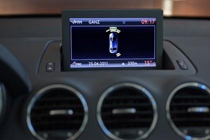 Peugeot 308 Fünftürer Facelift Innenansicht Detail Mittelkonsole statisch schwarz