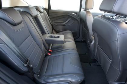 Ford Kuga DM3 Innenansicht studio Vordersitze und Rücksitze