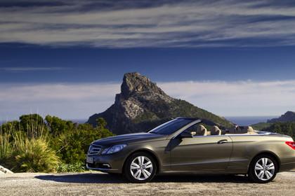 Mercedes-Benz E-Klasse Cabriolet A207 Aussenansicht Seite statisch braun