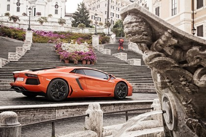 Lamborghini Aventador Aussenansicht Seite schräg statisch orange