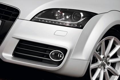 Audi TT 8J Aussenansicht Detail Scheinwerfer statisch silber
