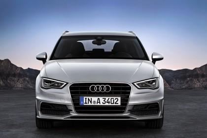Audi A3 Sportback 8VA Aussenansicht frontal statisch silber