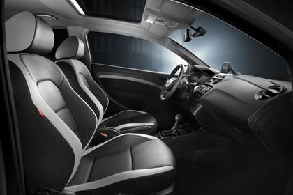 SEAT Ibiza Cupra 6P Innenansicht Vordersitze und Armaturenbrett beifahrerseitig