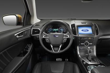 Ford Edge CD539X Innenansicht studio Armaturenbrett und Vordersitze fahrerseitig