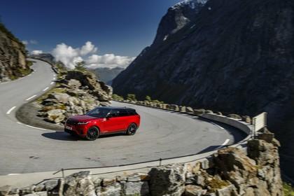 Land Rover Range Rover Velar Aussenansicht Front schräg dynamisch rot