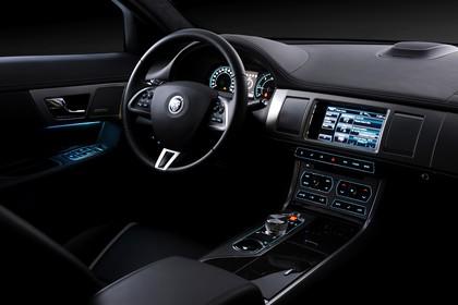 Jaguar XF X250 Studio Innenansicht Fahrerposition statisch schwarz
