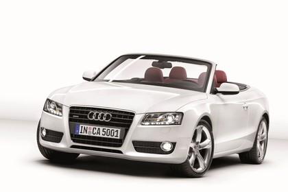 Audi A5 Cabrio Aussenansicht Front schräg Studio statisch weiss