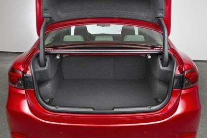 Mazda 6 Limousine GJ Aussenansicht Heck statisch Studio Heckklappe geöffnet