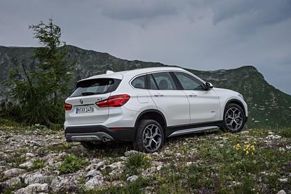 BMW X1 F48 Facelift Aussenansicht Heck schräg statisch weiss