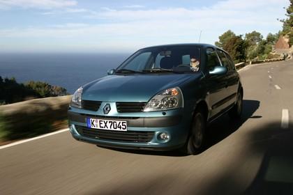 Renault Clio B Facelift Fünftürer Aussenansicht Front schräg dynamisch blau