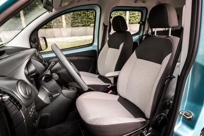 Fiat Qubo 225 Innenansicht statisch Armaturenbrett und Vordersitze