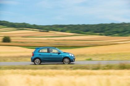 Nissan Micra K13 Aussenansicht Seite dynamisch blau