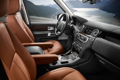Land Rover Discovery 3/4 Innenansicht Front statisch schwarz braun