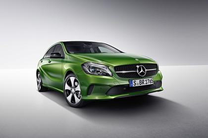 Mercedes A-Klasse W176 Aussenansicht Front schräg Studio statisch grün