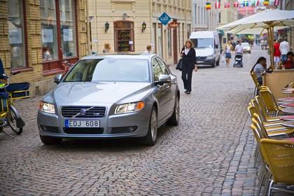 Volvo S80 AS Aussenansicht Front schräg dynamisch blau