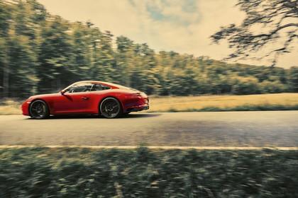 Porsche 911 Carrera S 991.2 Aussenansicht Seite dynamisch rot
