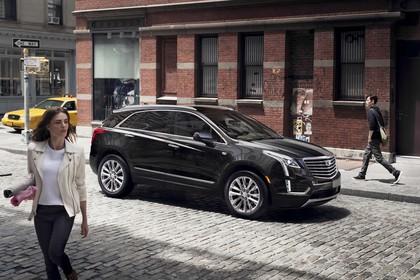 Cadillac XT5 C1XX Aussenansicht Seite schräg statisch schwarz