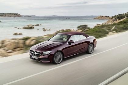Mercedes-Benz E-Klasse Cabriolet A238 Aussenansicht Front schräg dynamisch braun
