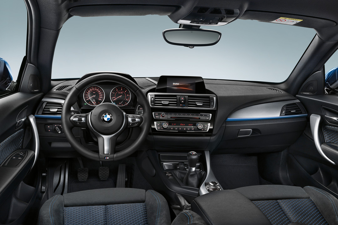 BMW 1er Fünftürer (F20) seit 2011 | mobile.de | {Armaturenbrett bmw 26}