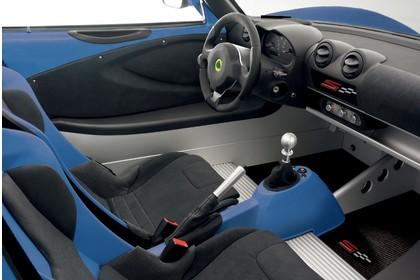 Lotus Elise 3 Innenansicht statisch Studio Sitze und Armaturenbrett beifahrerseitig