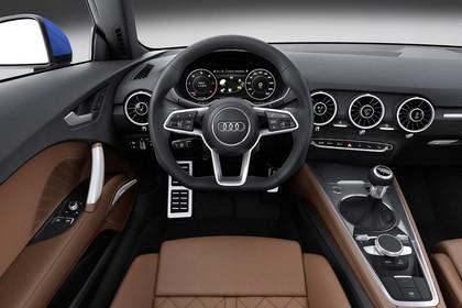 Audi TT 8S Innenansicht Fahrerposition Studio statisch braun