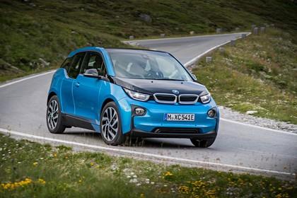 BMW i3 Aussenansicht Front schräg dynamisch blau