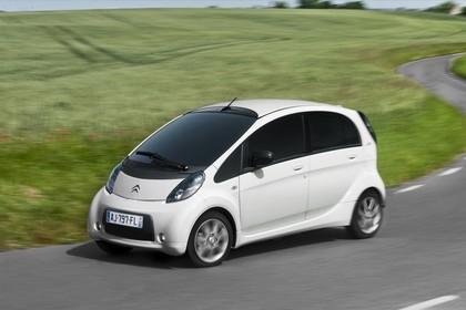 Citroën C-Zero Aussenansicht Seite schräg dynamisch weiss