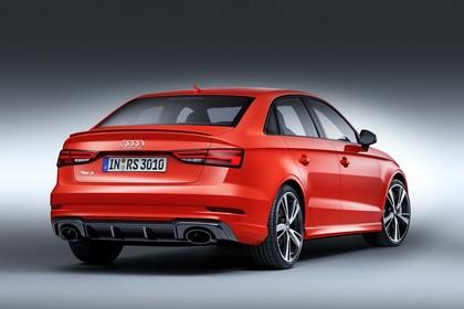 Audi RS3 Aussenansicht Hinten schräg Studio statisch rot
