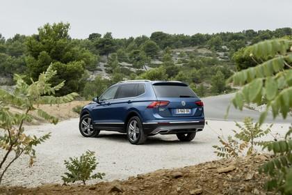 VW Tiguan Allspace AD Aussenansicht Heck schräg statisch blau