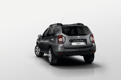 Dacia Duster SD Aussenansicht Heck schräg statisch Studio grau