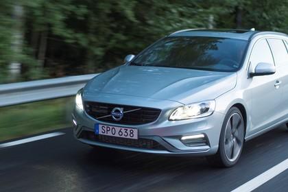 Volvo V60 F Aussenansicht Front schräg dynamisch silber