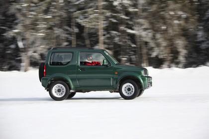 Suzuki Jimny FJ Aussenansicht Seite schräg dynamisch grün